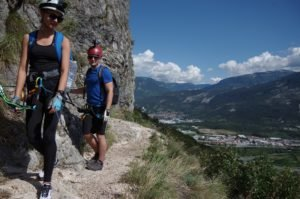 Obóz wspinaczkowy - w oddali Dolomity