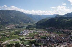 Widok na miasteczko Mori z via ferraty Monte Albano