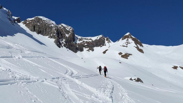 Podejście na skiturach na szkoleniu