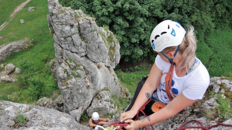 Podstawowy kurs wspinaczki skalnej - nauka wspinania w zespole