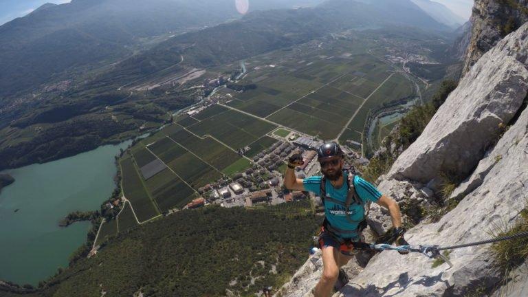 Via ferrata Rino Pisetta należy do najtrudniejszych w rejonie jeziora Garda