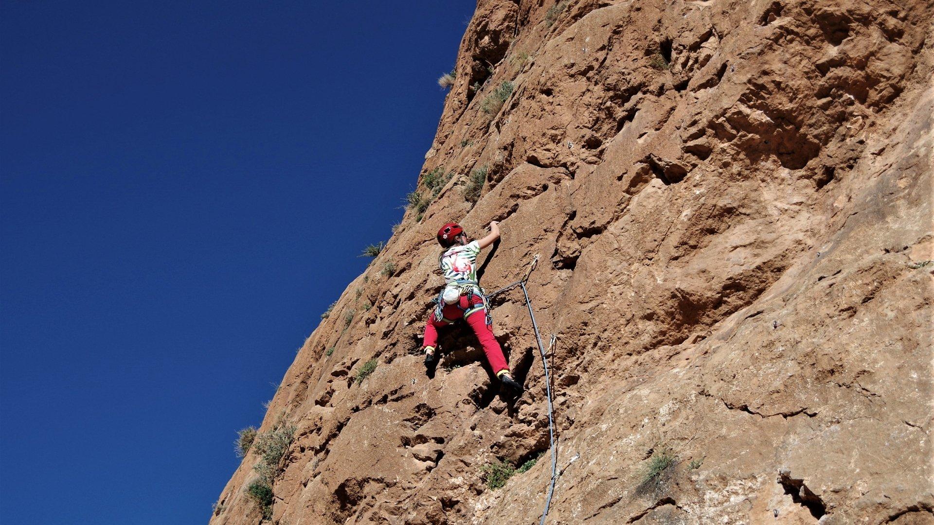 Czerwona skała Wąwozu Todra zachęca do wspinania