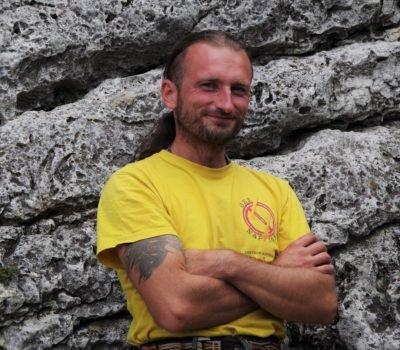 """Instruktor Akademii Wspinania climb2change Dawid """"Napięty"""" Woźniak"""
