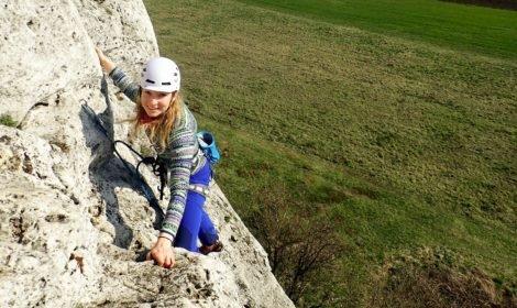 Kurs skałkowy - nauka prowadzenia drogi wspinaczkowej