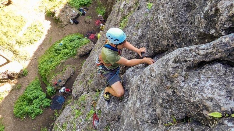 Podstawowy kurs wspinaczki skalnej - nauka wspinania w zespole po drogach wielowyciagowych